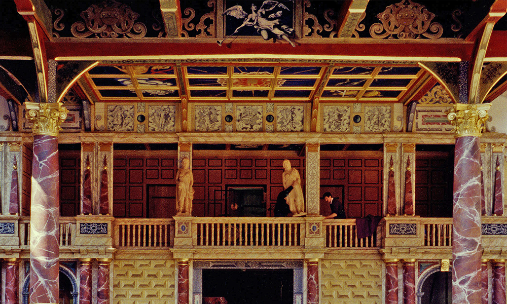Globe Theatre, London: Frons scenae and front columns