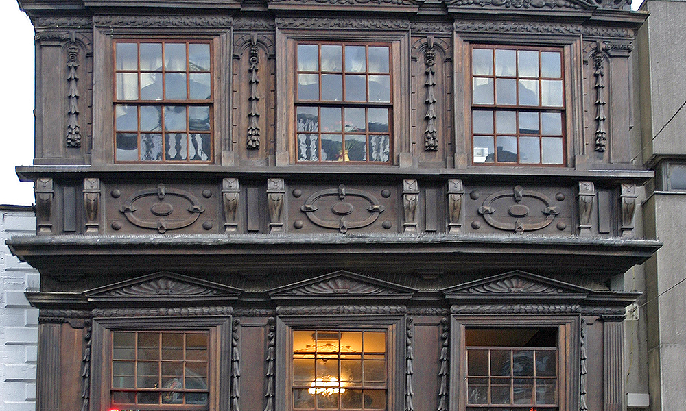 Number 9 Southgate, Gloucester: 17th-century house front