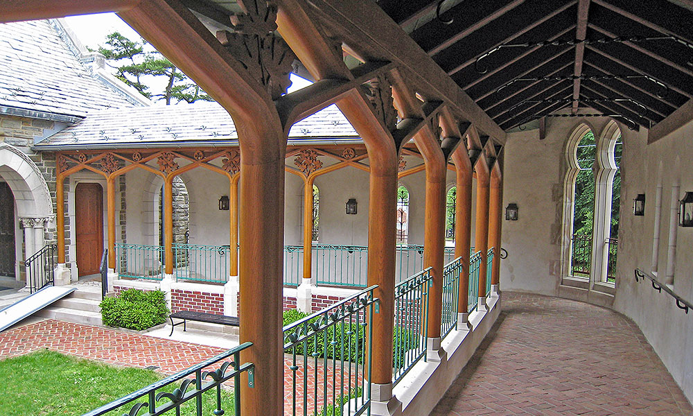 Gerald Allen collaborated with Hugh Harrison on the design of a cloister to create a covered walkway from the church to the Church Hall.